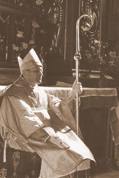 Ks. Karol Wojtyła przyjmuje święcenia biskupie