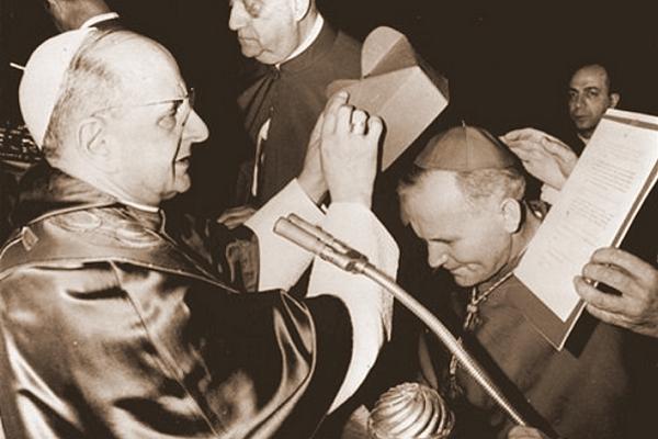 Arcybiskup Karol Wojtyła otrzymuje godność kardynalską z rąk Ojca Św. Pawła VI