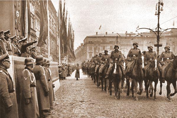 Defilada hitlrowskich wojsk ulicami Krakowa w rocznicę utworzenia GG