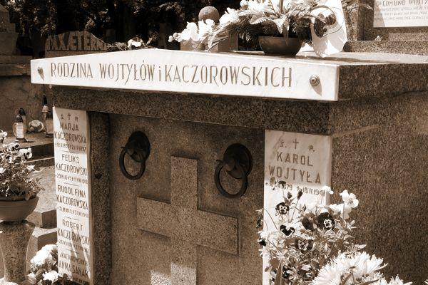 Grobowiec Wojtyłów i Kaczorowskich na Rakowicach