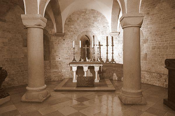 Romańska krypta św. Leonarda na Wawelu - miejsce celebracji przez ks. Karola Wojtyłę Mszy prymicyjnej w dniu 2 listopada 1946 roku.