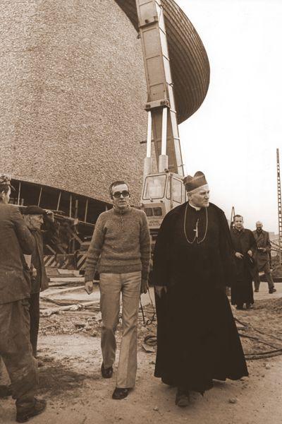 Kard. K. Wojtyla na placu budowy Arki Pana