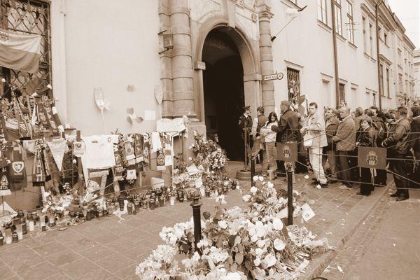 Mieszkańcy Krakowa oddali cześć zmarłem Janowi Pawłowi II